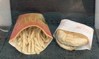 Чоловік 11 років зберігав гамбургер з McDonald's: що з цього вийшло