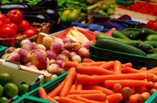 Ціни на фрукти, овочі та м'ясо в Україні: що зміниться через посуху