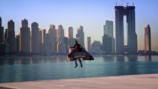 Чоловік на реактивному ранці злетів на висоту 1500 метрів (відео)