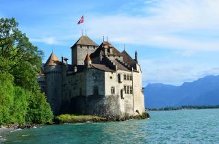 Вражаючі замки й палаци на воді (Фото)